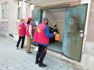 1052.爱心志愿者团队为白山社区清理小广告