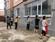 """1105.化身""""粉刷匠""""!延吉市蓓蕾幼儿园志愿者助力春光社区创建文明城"""