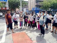 1108.团员志愿者走进白桦社区 争做创城好少年
