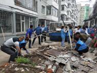 1113.白玉社区联合清理卫生死角 助推文明城市创建